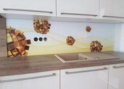 Steklo za kuhinjo